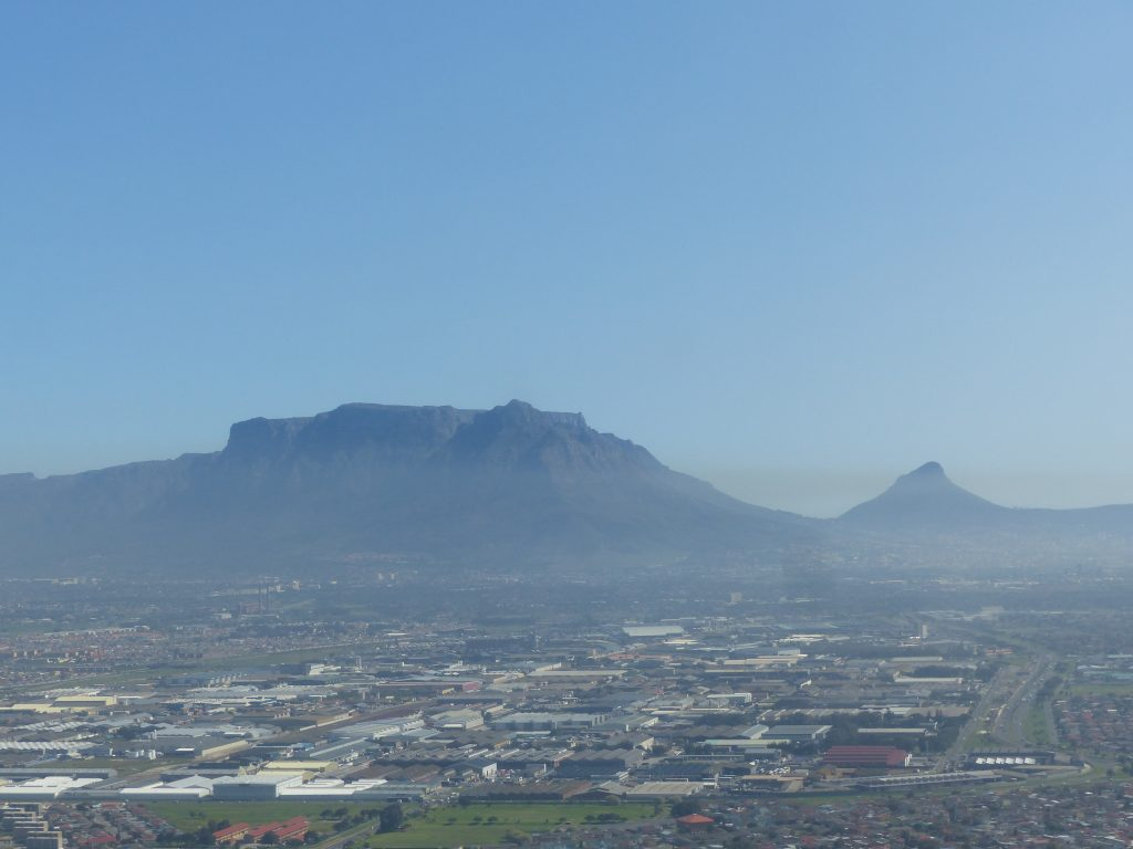 Blick auf den Tafelberg beim Anflug